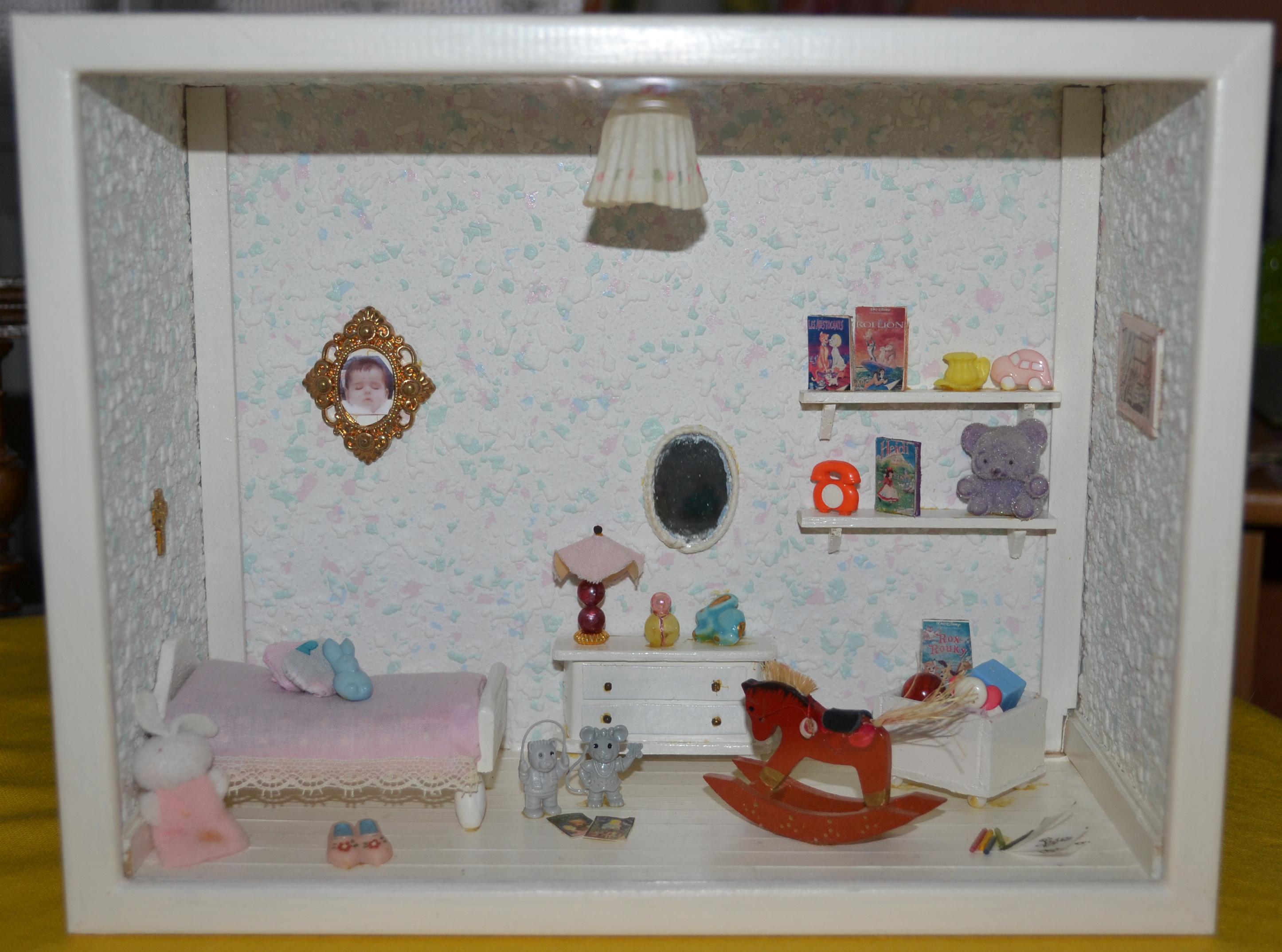 Vitrines miniatures for Petite chambre d enfant